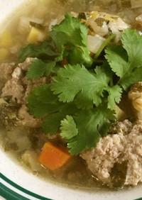 パクチー肉団子入り野菜スープ