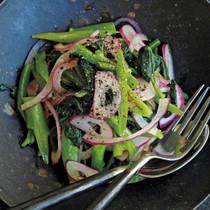 つるむらさきと紫玉ねぎのサラダ