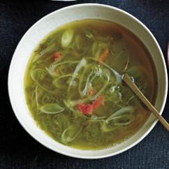 めかぶと長ねぎの梅風味スープ