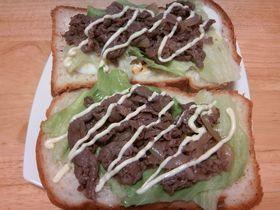 焼肉オープンサンドイッチ