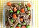 ごぼうとコンニャクの彩り常備菜。