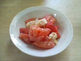 トマトとカマンベールのサラダ