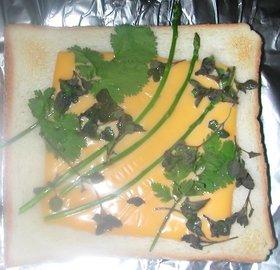 アスパラ乗せチェーダーチーズトースト