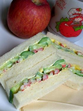 カニカマ&きゅうりのサンドイッチ