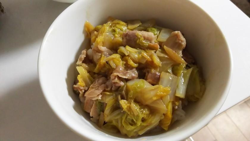 白菜と豚バラ肉のしょうが丼