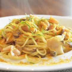 スパゲティー二 ツブ貝のペペロンチーノ カラスミ添え