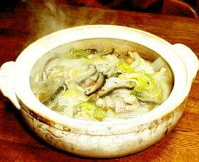 干ししいたけとごま油の香りいっぱいの白菜鍋