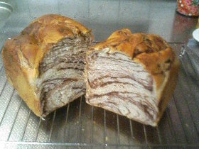 やばいマーブル食パン