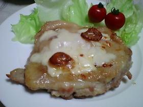 チキンの味噌焼きonチーズ