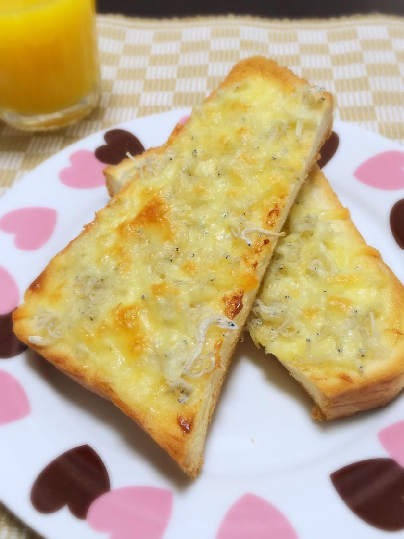 【話題入り】しらすチーズトースト