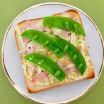 春野菜とハムのトースト