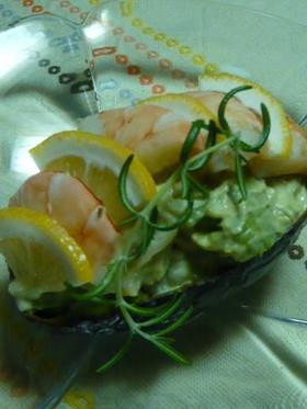 海老とホタテのアボガドサラダ