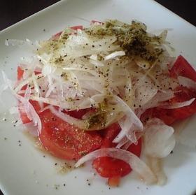 新玉ねぎとトマトのバジルソースサラダ