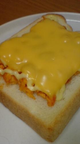 卵とケチャップを使ったチーズトースト♪