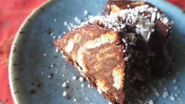 マリービスケットとココアのモザイクケーキ