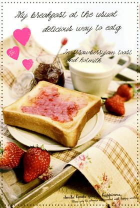苺ジャムトーストにホットミルクで朝食