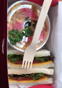 カフェ風チラシ寿司とサンドイッチのお弁当
