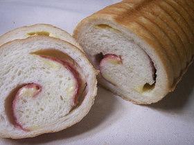 サラミハムとチーズのトヨ型ふわふわ食パン