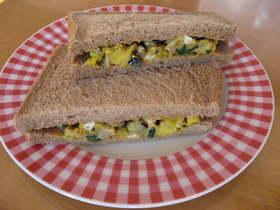 たまごとほうれん草のサンドイッチ