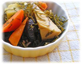 切り昆布と冷蔵庫の野菜の炒め煮