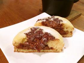ココット鍋でチョコがトロリ!パンケーキ