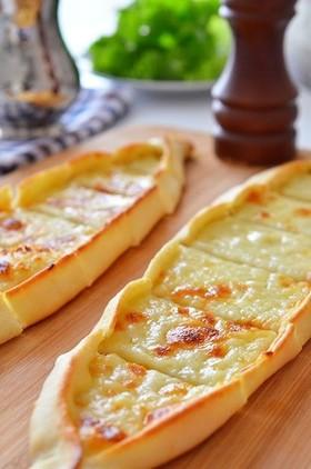 トルコ料理☆チーズのピデ