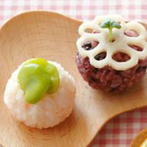 れんこんの甘酢漬けの手まりずし(写真右)