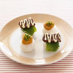ほたてのバターしょうゆ焼きの手まりずし(写真左前)