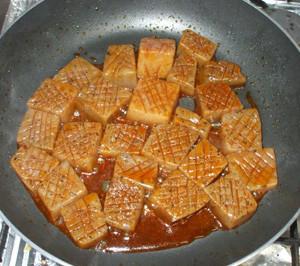 こんにゃくステーキ簡単ピリカラ煮物甘辛煮