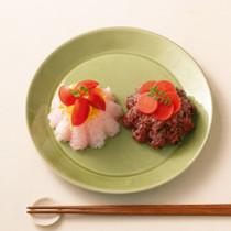 桜でんぶ&ミニトマトの押しずし(写真左)