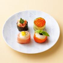 明太子とクリームチーズののり軍艦巻き(写真左上)