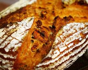フォルサワーのクルミライ麦パン