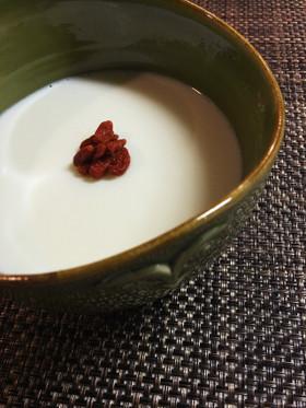 杏仁豆腐 クコの実ラム酒