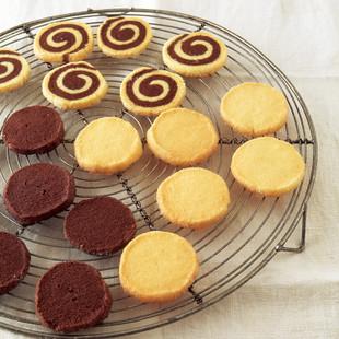 ループクッキー(写真奥)
