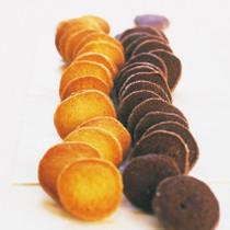 プレーンなアイスボックスクッキー(写真左)