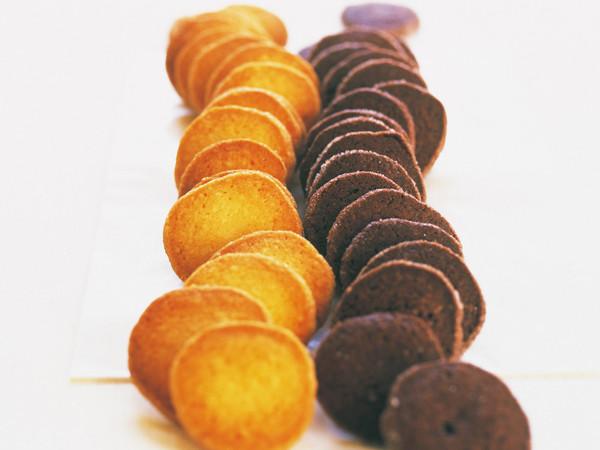 アイスボックスココアクッキー(写真右)