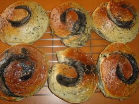 黒ゴマうずまきパン