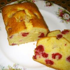 色も綺麗なラズベリーのバターケーキ