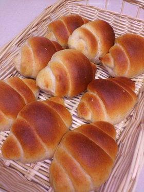 ミニでかわいいよ♪はちみつ全粒粉パン
