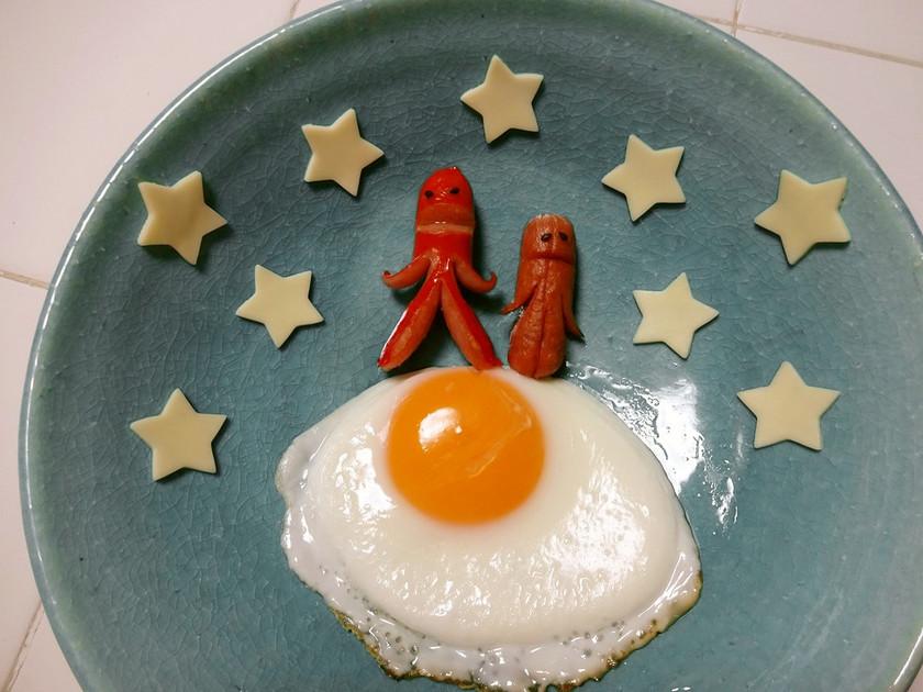【宇宙人ソーセージ】月に立つ(朝食に)