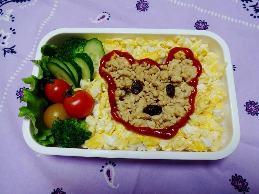 【食パン用抜き型】クマさん鶏そぼろ弁当