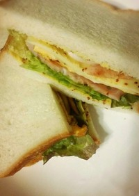 ヨシダソースでサンドイッチ