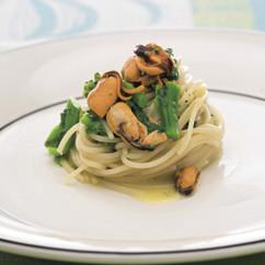 菜の花とムール貝のロングパスタ