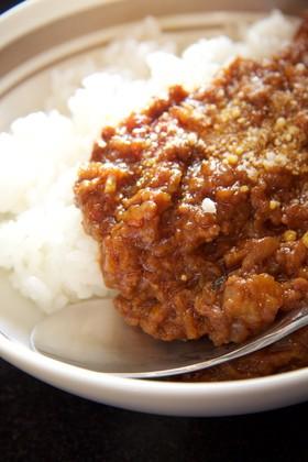 煮込めば煮込むほど旨味!絶品トマトカレー