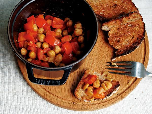パプリカとひよこ豆のクミン風味蒸し焼き