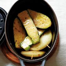 ズッキーニと玉ねぎの粉チーズ蒸し焼き
