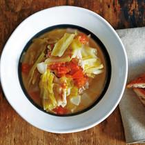 キャベツ、玉ねぎ、豚肉トマトスープ