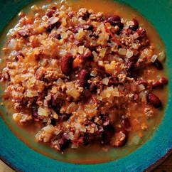 玉ねぎ、ひき肉、トマトの豆スープ