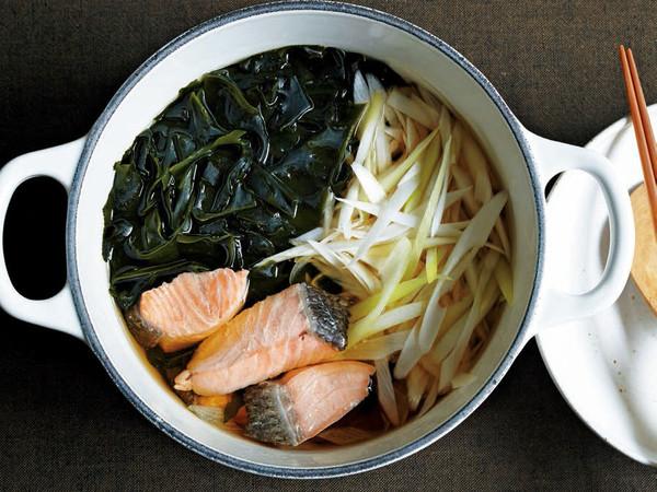 鮭とわかめのすまし鍋