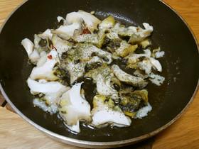 ニシ貝のオリーブオイル炒め